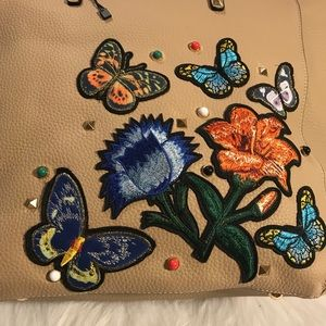 """Handbags - 🌺🌺💗""""NEW"""" Embroiled Tote🧡🧡"""